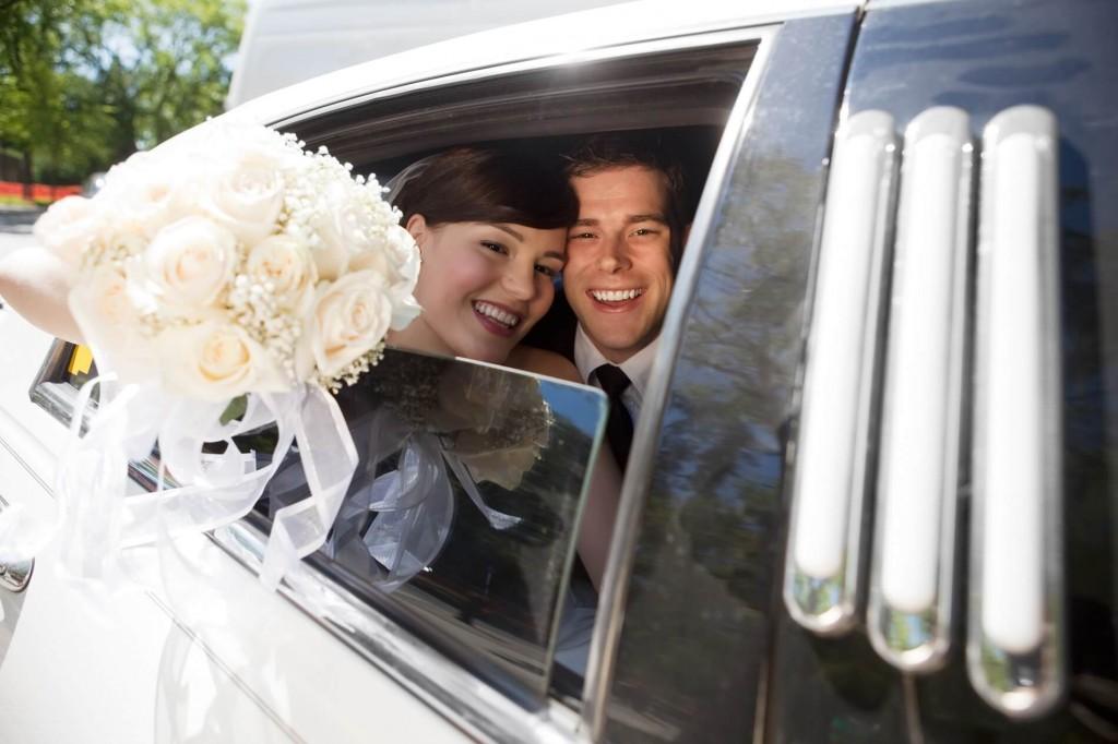 auto do ślubu dla nowożeńców