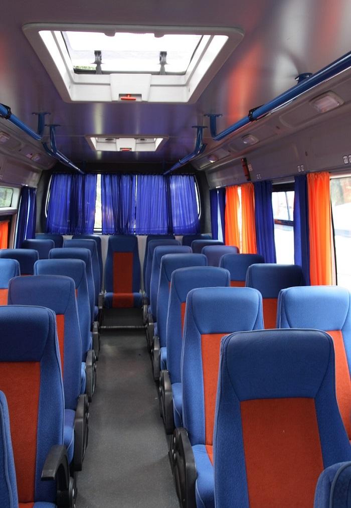 komfortowo wyposażone busy