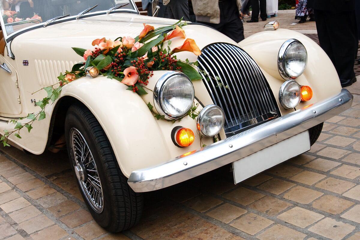 wypożyczony samochód na uroczystość ślubną