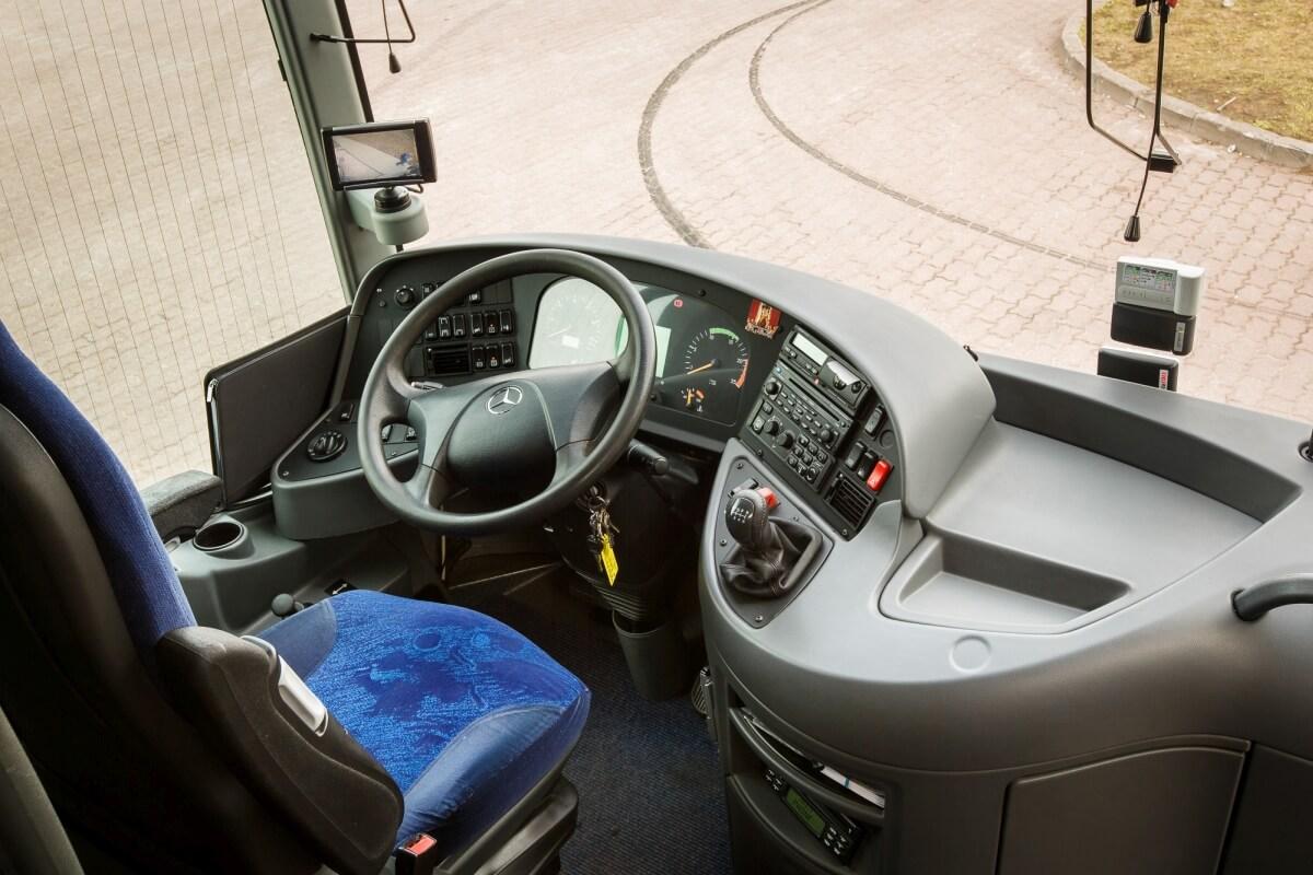Kokpit kierowcy w mercedesie tourismo do przewozu osób Białystok